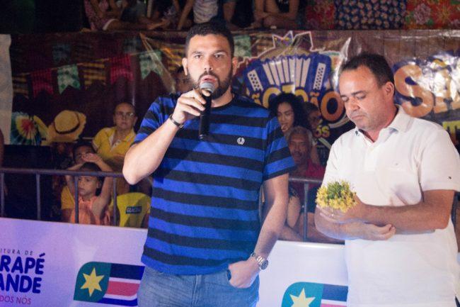 Fábio Macedo ao lado do prefeito