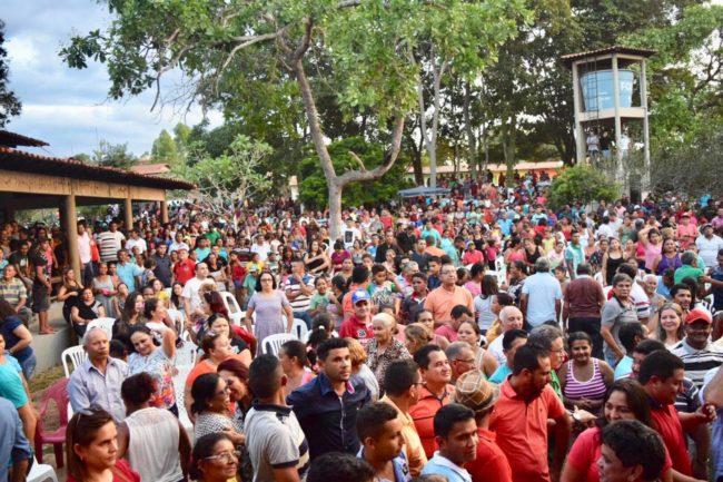 Multidão comparece no evento de Fábio Braga