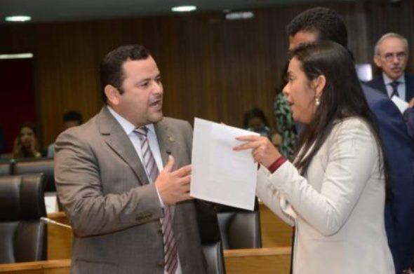 Vinícius Louro e Ana do Gás se confrontam na Assembleia Legislativa do Maranhão