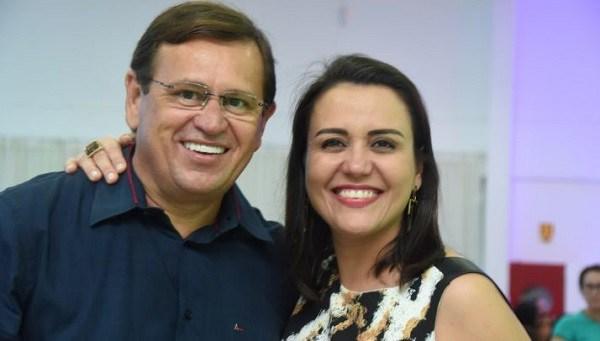 Deputado Stênio Rezende ao lado da esposa Andreia