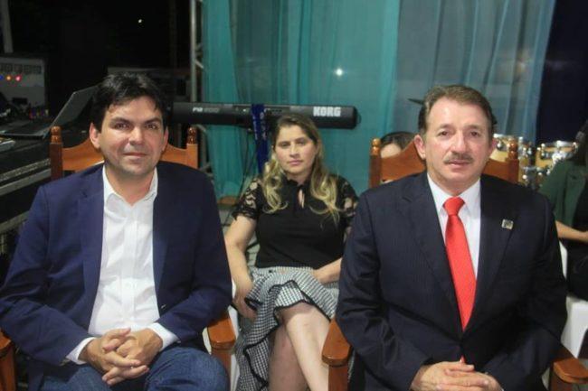 Deputado Victor Mendes, a primeira-dama Danúbia Carneiro ao lado do marido-prefeito Magno Bacelar
