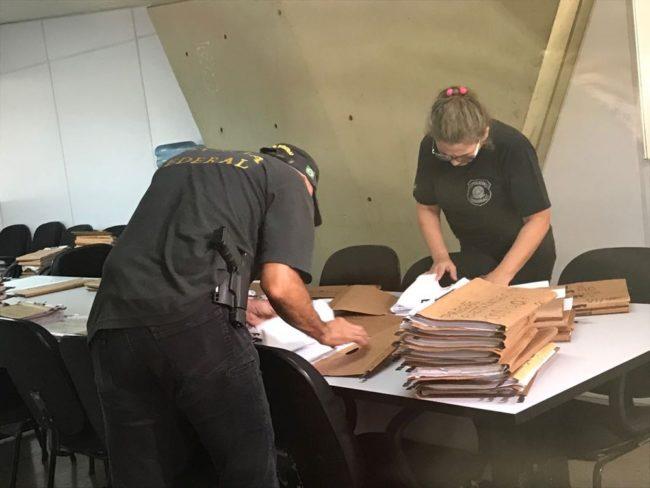 PF apreende documentos na sede da Seduc, em Teresina, durante operação