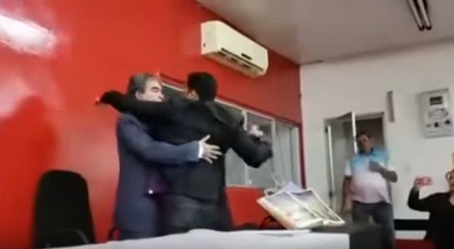 Presidente da Câmara de Codó arranca microfone das mãos do vice-presidente da Casa