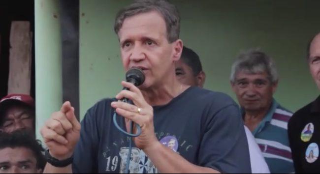 Deputado Aluísio Mendes em discurso na cidade de Zé Doca-MA