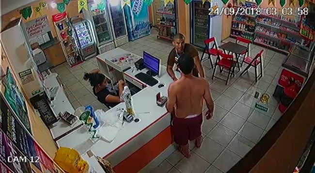 Policial e servidor público discutem dentro de loja de conveniência em São Luís