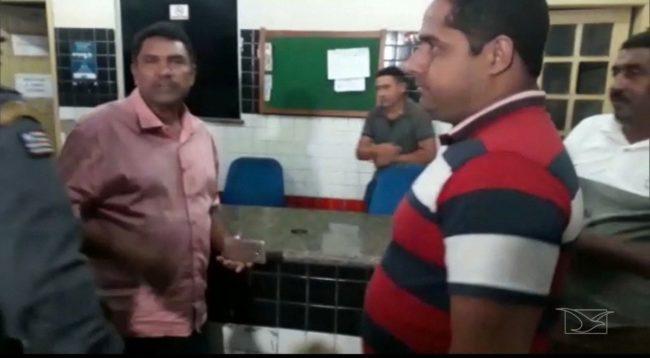 O vereador Serafim Reis (MDB), vestindo rosa na imagem, foi preso no município de Bacabal por suspeita de compra de votos