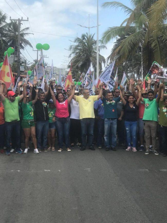 Cleber Verde caminha com Manoel Ribeiro pelas ruas de São Luís