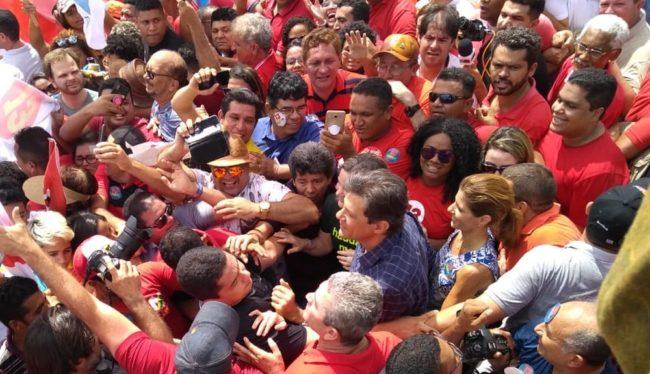 O candidato a presidente pelo PT, Fernando Haddad, durante caminhada em São Luís