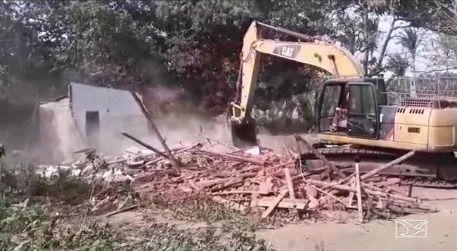 Casa onde a vendedora Yasmin Farias morava foi demolida na semana passada