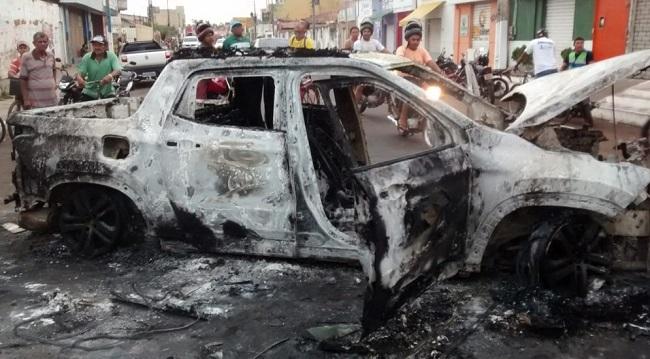 Durante ação em Bacabal os criminosos queimaram veículos