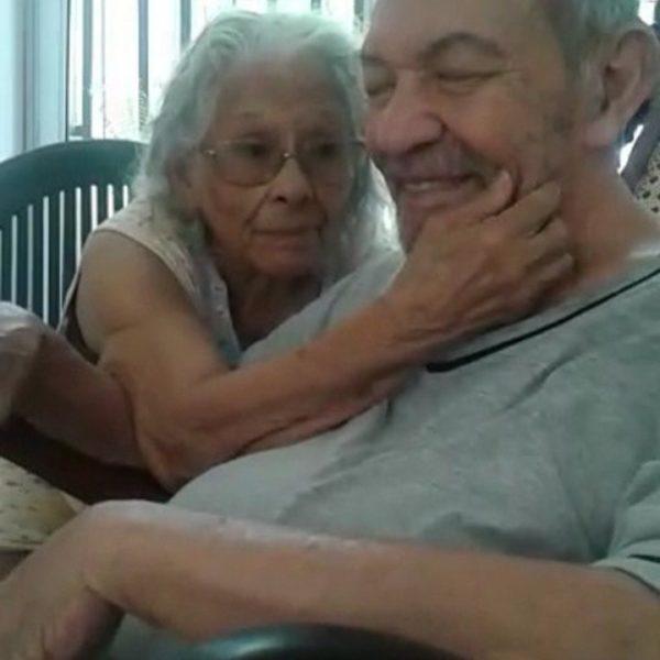 Em casa, Demeura e Celso não desgrudam. Segundo a família, o casal adora trocar carinho
