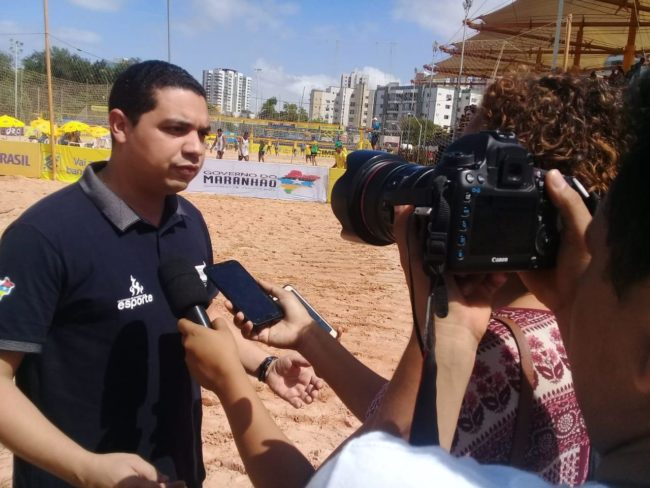 Secretário Hewerton Pereira em entrevista à imprensa