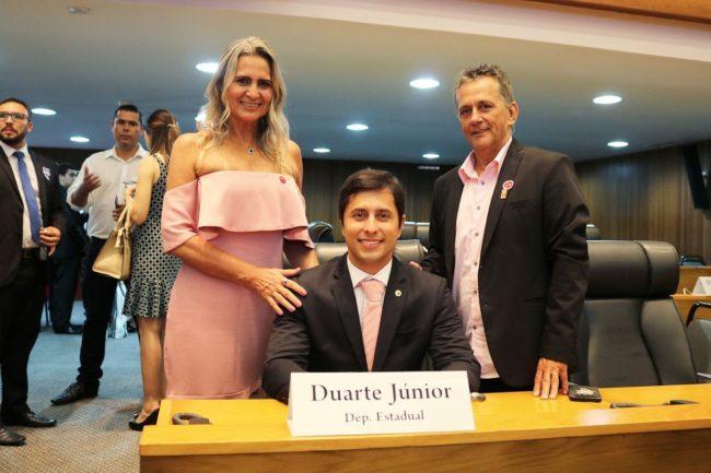 Deputado Duarte Jr. na companhia da sua família