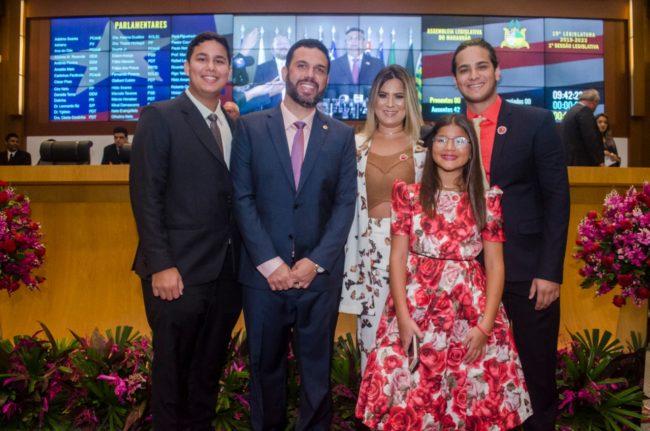 Deputado Fábio Macedo acompanhado da sua família