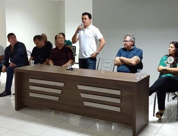 Superintendente de Articulação Política de Barra do Corda na mesa com aliados do grupo Sarney