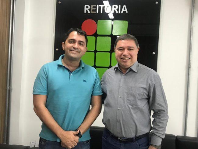 Junior Lourenço e o reitor Roberto Brandão