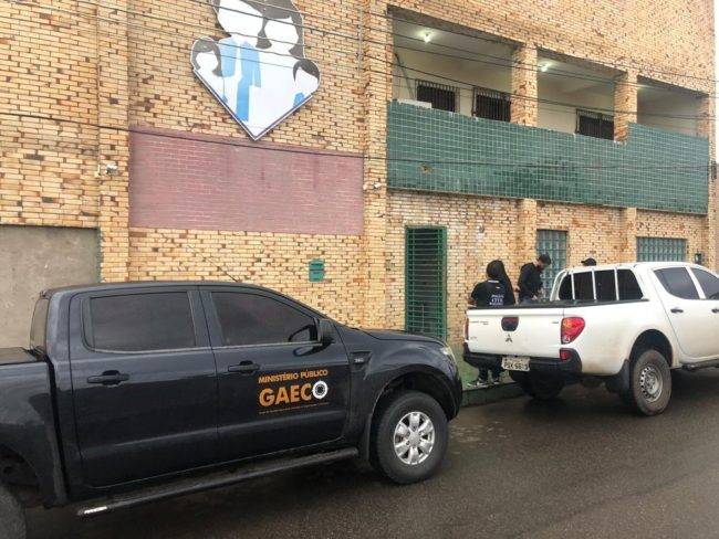 Policiais cumprem mandados de busca e apreensão na Prefeitura de Paço do Lumiar