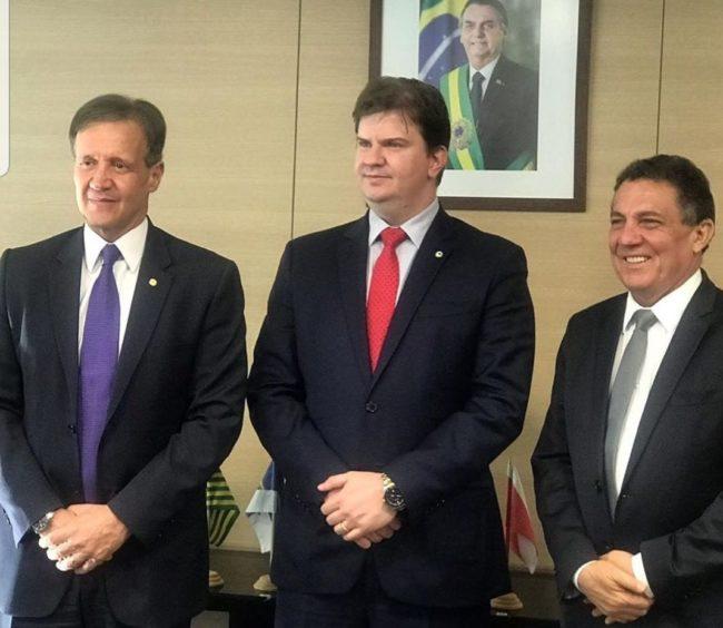 Deputado Aluísio Mendes, ministro Gustavo Canuto e o prefeito Tema