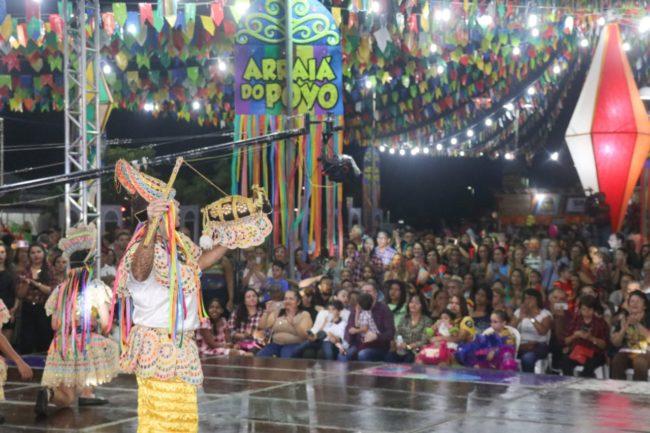 Público, deputados, autoridades e convidados elogiam primeira noite no 'Arraiá do Povo'