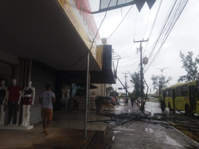 Acidente em São Luís assustou frequentadores de academia, lojistas e pedestres