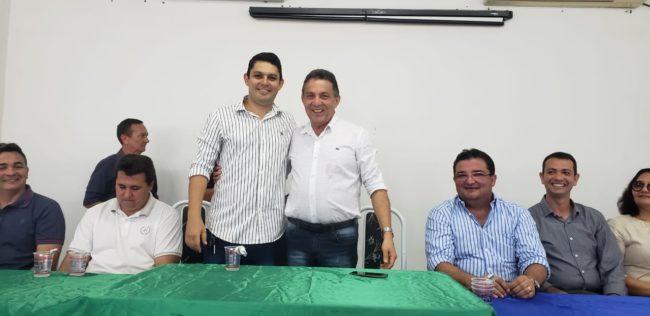 Cleomar Tema ao lado do novo secretário Fabrício Coelho