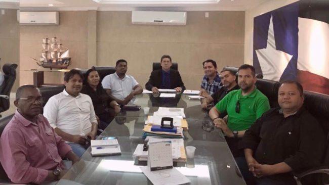 Deputado Júnior Lourenço reunido com prefeito e vereadores de Miranda do Norte na Secretaria de Segurança Pública