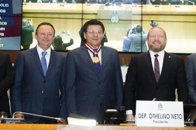 Vice-governador Carlos Brandão, juiz Roberto Veloso e o presidente da AL-MA, Othelino Neto