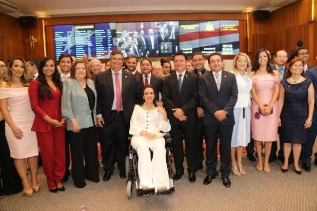 Governador Flávio Dino na Assembleia com os parlamentares da base governista