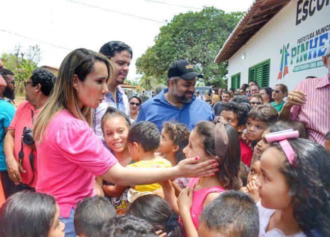 Deputada Thaiza ao lado do prefeito Luciano e do presidente da Câmara de Pinheiro, Elizeu
