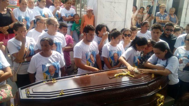 Corpo do prefeito Ivanildo Paiva (PRB) foi sepultado no Cemitério Campo da Saudade em Imperatriz (MA)