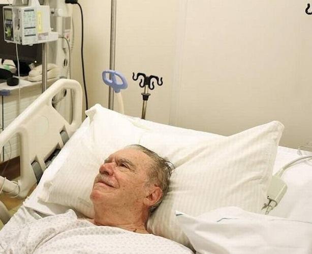 Sarney no Hospital Sírio-Libanês em 2012, quando foi submetido a uma cirurgia cardíaca