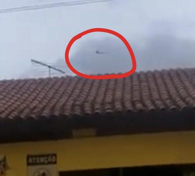 Cinegrafista amador registra o momento do avião da Latan