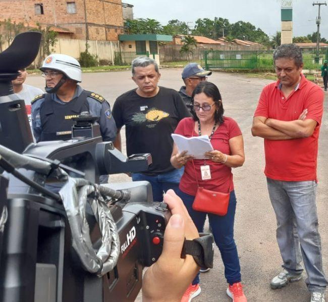 Acionildo Matos (camisa vermelha) na Comunidade do Bananal, em Santa Inês