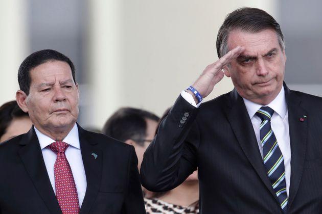 Vice-presidente Hamilton Mourão ao lado do presidente Bolsonaro
