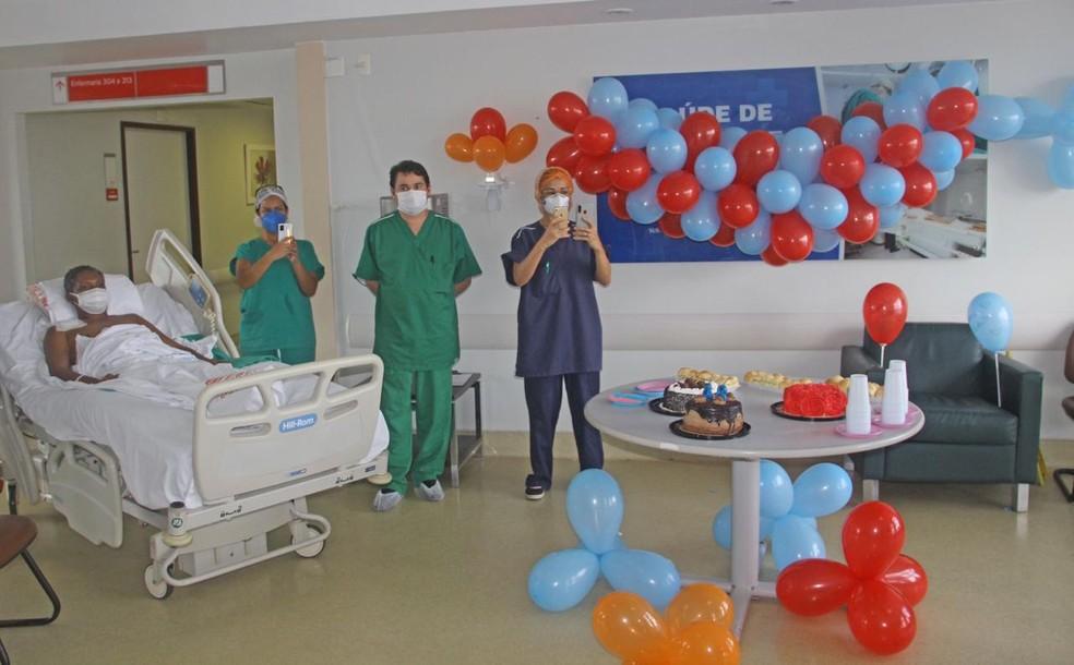 Internado com Covid-19, Eleoberto Ribeiro de 48 anos, ganhou festa surpresa de aniversário em São Luís