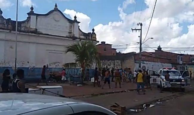 Moradores no meio do confronto da polícia com facção em São Luís-MA