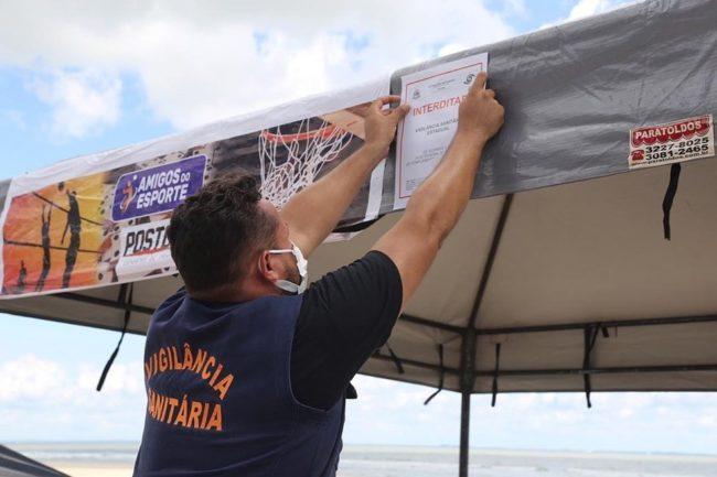 Após aglomeração registrada durante o domingo (26), Vigilância Sanitária realiza a interdição de estabelecimento na península da Ponta d'Areia em São Luís (MA)