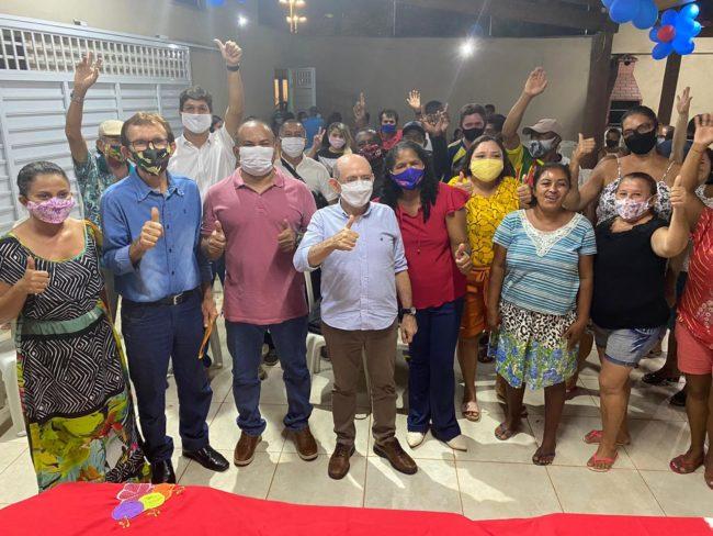 Didi ao lado de Eudes e várias lideranças na Vila Flamengo
