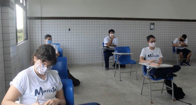 Volta às aulas presenciais em escola do Maranhão teve distanciamento entre cadeiras para os alunos