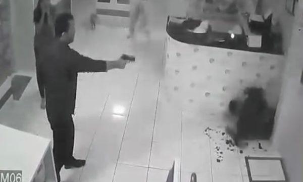 Veterinário Daniel Leite atirando contra o empresário Eduardo Viégas