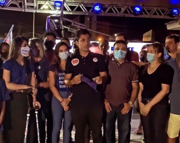 Duarte Júnior ao lado dos seus apoiadores