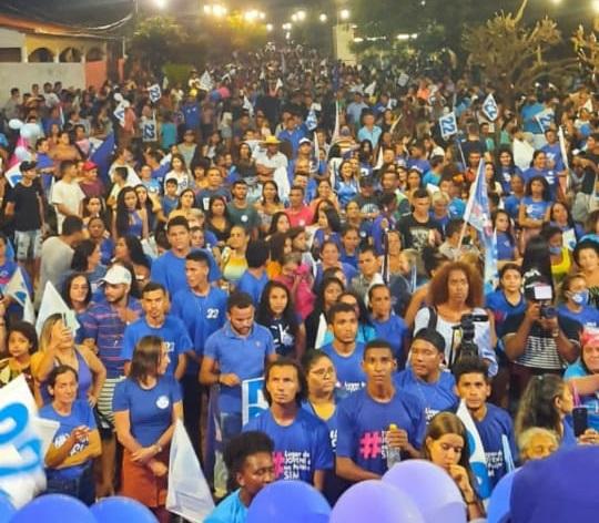 Multidão no ato político da prefeita Viliane Costa em Olho d'Água das Cunhãs-MA