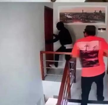 Assaltantes na casa do empresário