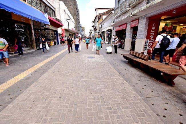 Rua Grande é a principal rua de comércio popular em São Luís, Maranhão