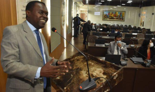 Vereador Batista Matos em discurso no plenário da Câmara de São Luís