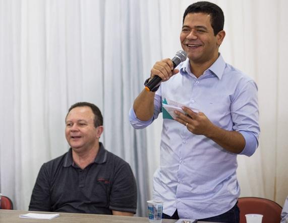 Vice-governador Carlos Brandão ao lado do ex-prefeito Luciano Leitoa, liderança política de Timon (MA)