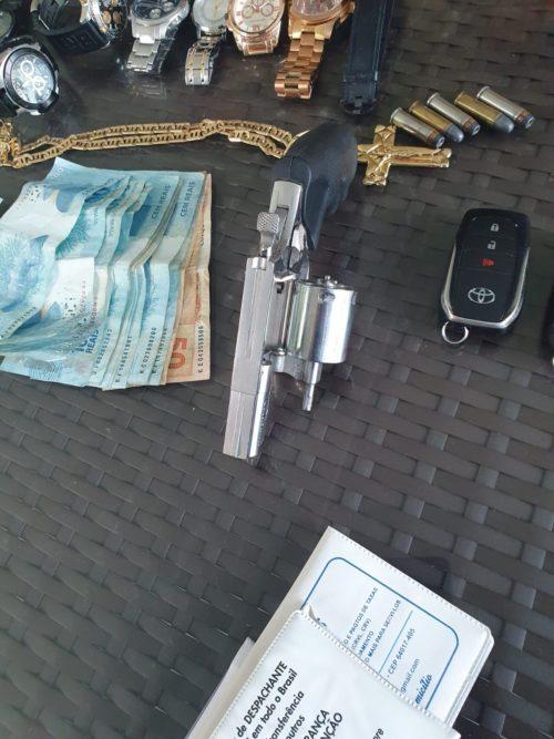 Um homem foi preso por posse ilegal de arma